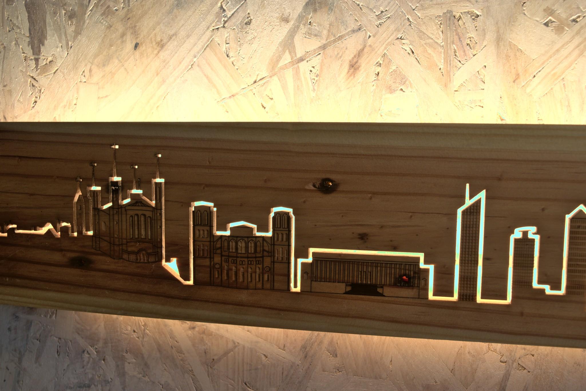 Gros plan de la skyline allumé
